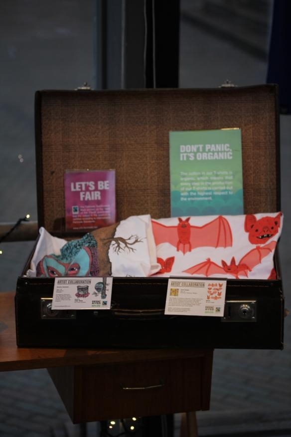 Resväska från Emmaus, Ekologiska/ Fairtrade T-shirts från T-Shirt store Umeå